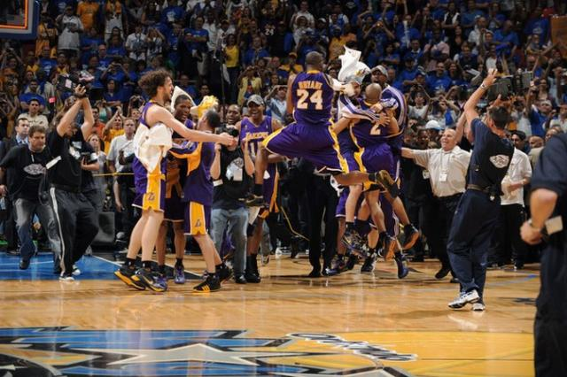 laker-teammates-mob-each-other-after-winning-2009-nba-finals